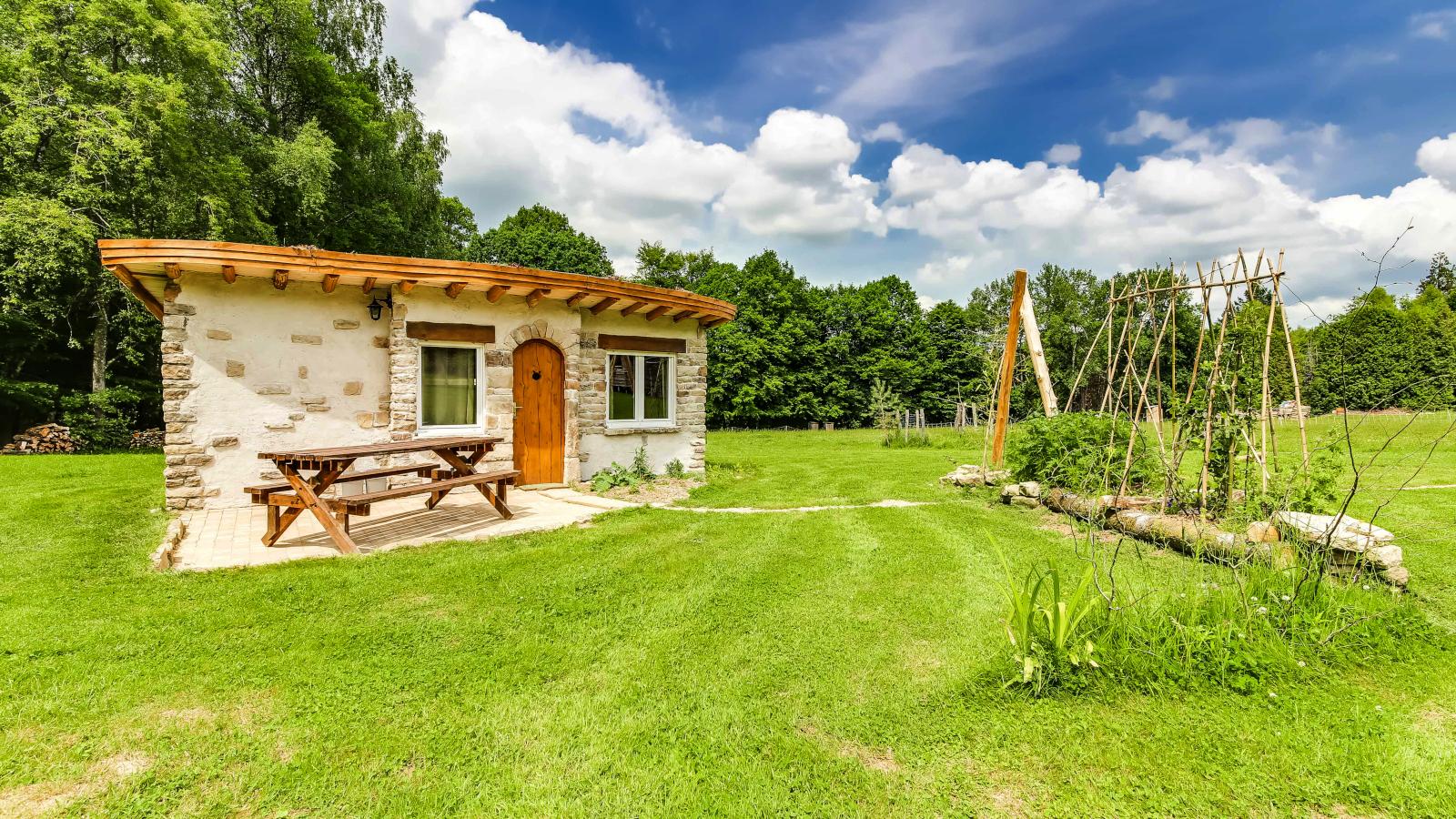 La cabane en pierre de la clairière du Verbamont à Claudon.